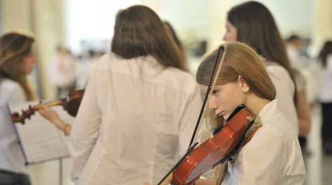 """Piccoli musicisti crescono: L'iniziativa""""Chi è di scena?""""prevede esibizioni musicali e canore al MeMus e una visita speciale a Palazzo Reale"""