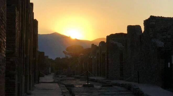 Pompei, alba negli scavi per il solstizio d'estate: ammessi 100 visitatori