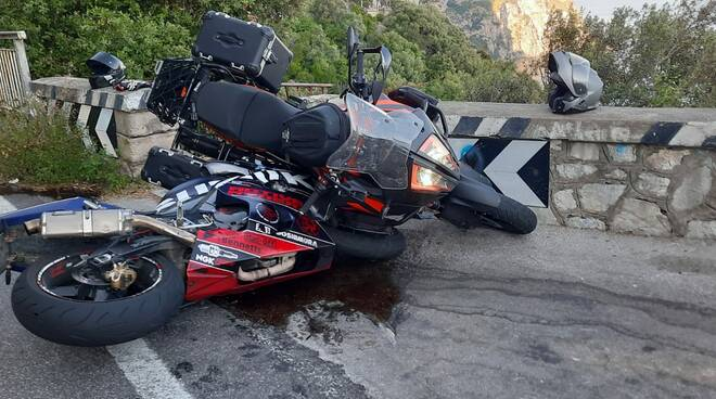 Positano, ancora un incidente stradale sulla S.S. 163. Coinvolte due moto di grossa cilindrata