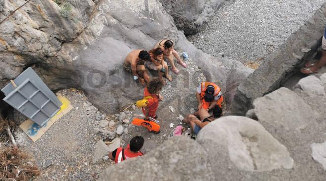 Positano, ennesimo intervento della Croce Rossa a Fornillo in soccorso di una bagnante