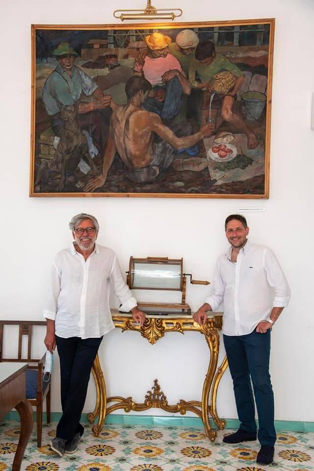 Positano, l'incontro al Comune del sindaco Guida con Domenico Starnone per ammirare il quadro del papà Francesco