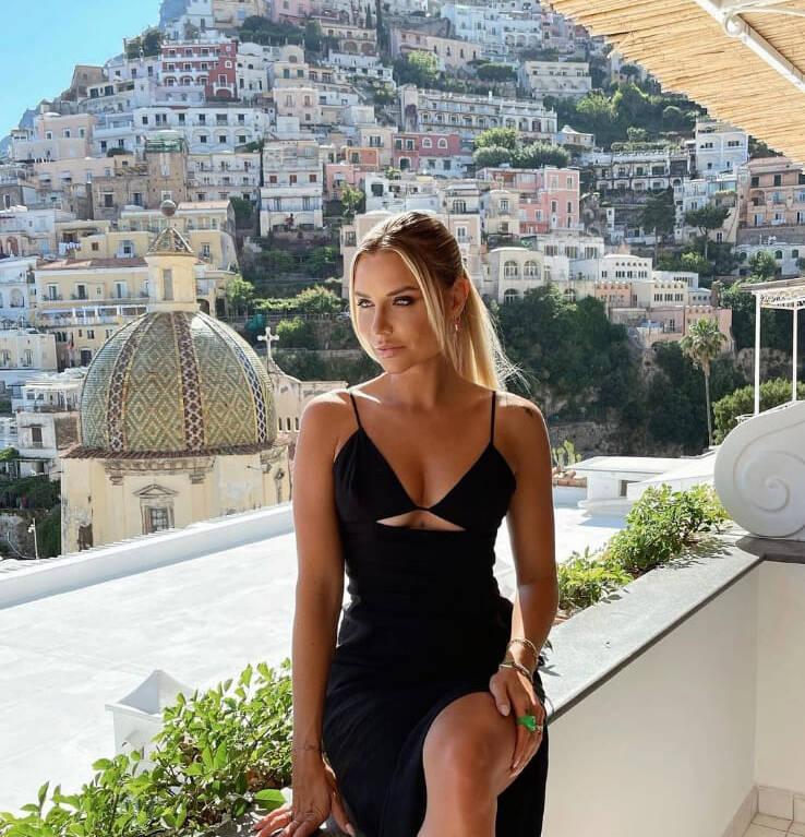 Positano, la fashion blogger Veronica Ferraro al Sirenuse per un servizio fotografico