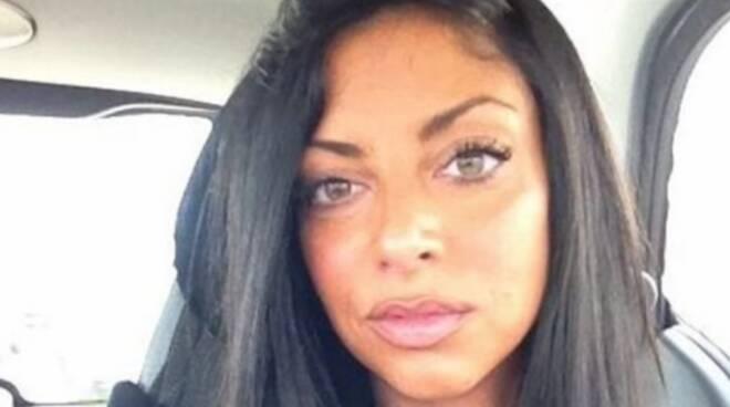 Rinviata la riesumazione del corpo di Tiziana Cantone: si indaga per omicidio