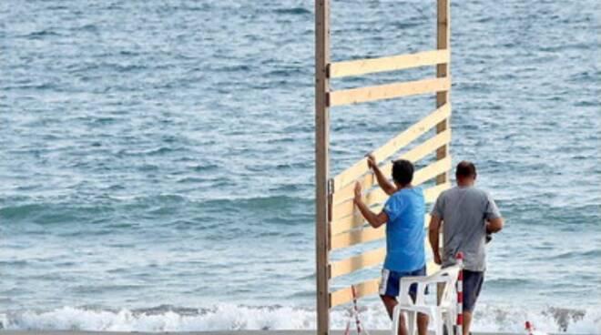 Salerno, barriere sulle spiagge: al via la rimozione