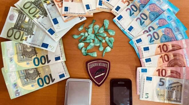 Salerno: fermi a parlare in auto di notte, ma è spaccio di droga. Arrestato pusher