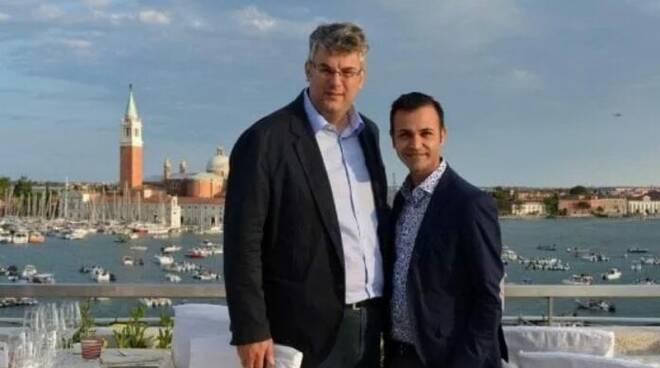 San Giorgio a Cremano, accuse omofobe al sindaco dopo gli auguri social al marito: «Ostenta la sua omosessualità»