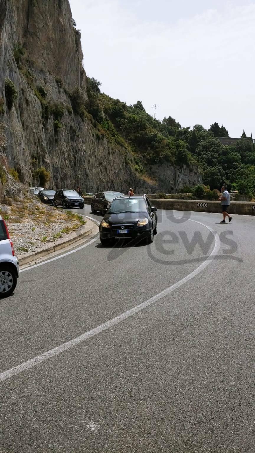 Traffico in Costiera Amalfitana: auto paralizzate da Salerno e Cetara in direzione Maiori
