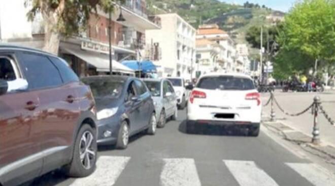 Traffico in tilt in Costiera Amalfitana, miraggio ztl: «Rimandata al 2022»