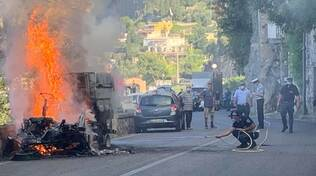 Veicolo in fiamme a Positano: conducente in salvo