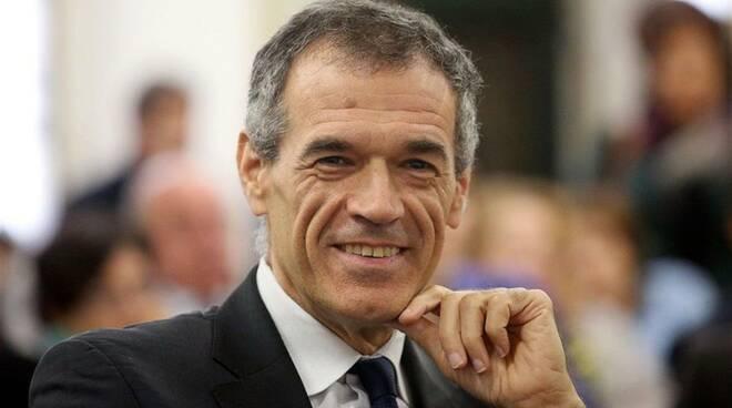 """Vico Equense, il 30 giugno al via la rassegna """"Ubik Vista Mare"""". All'Hotel Le Axidie incontro con Carlo Cottarelli"""