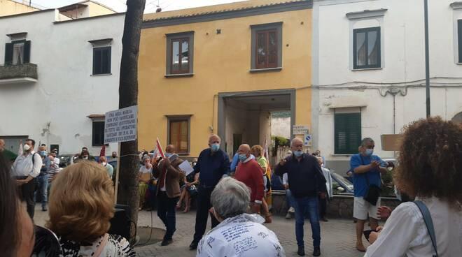 Vico Equense, in molti hanno manifestato per chiedere la riapertura del pronto soccorso dell'ospedale cittadino