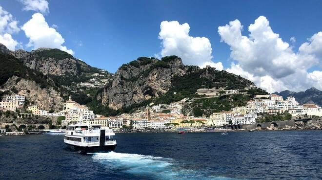 Alilauro, nel weekend al via la linea Napoli-Positano-Amalfi. Ecco gli orari e le tariffe
