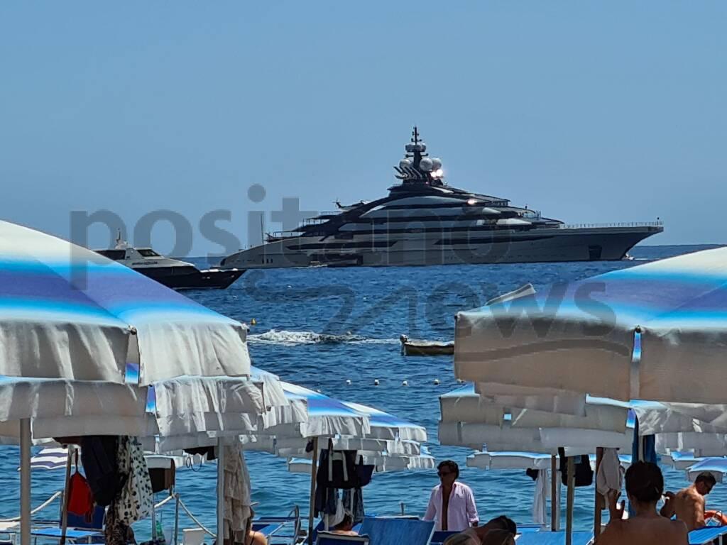 """Ancora mega yacht a Positano: in rada il """"Nord"""""""