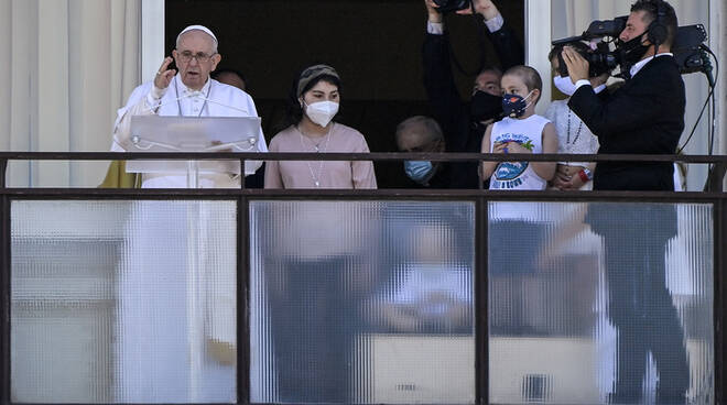 Angelus di Papa Francesco dal policlinico Gemelli dove è ricoverato: cure sanitarie accessibili per tutti