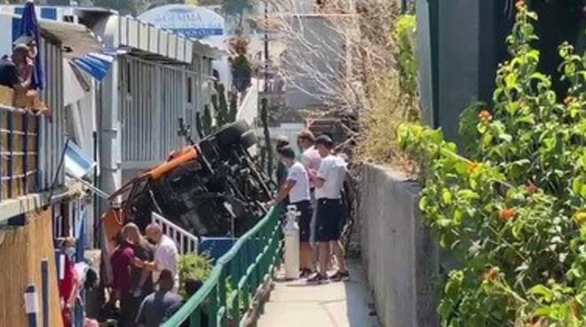 Capri bus precipita, un morto e diversi feriti