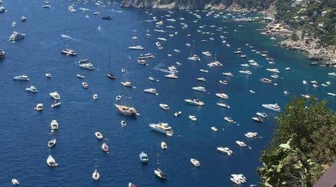 """Capri, invasione di barche in zone vietate. Borelli: """"Controlli e punizioni più severe"""""""