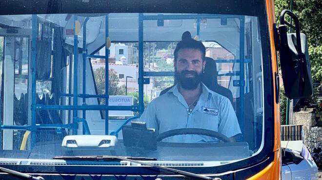 Capri, si chiamava Emanuele Melillo il giovane autista del bus deceduto nell'incidente