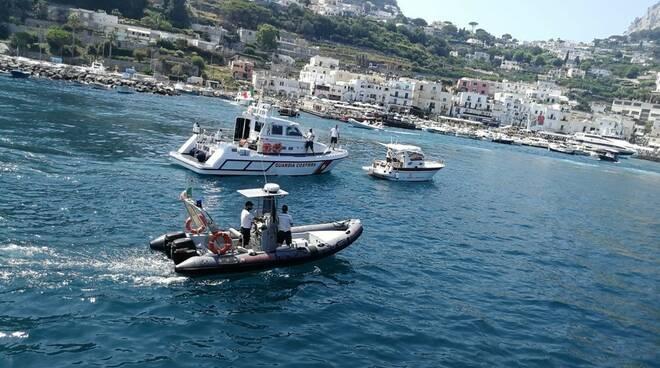 Capri, traffico» di barche nella baia dei Faraglioni,  scattano le sanzioni