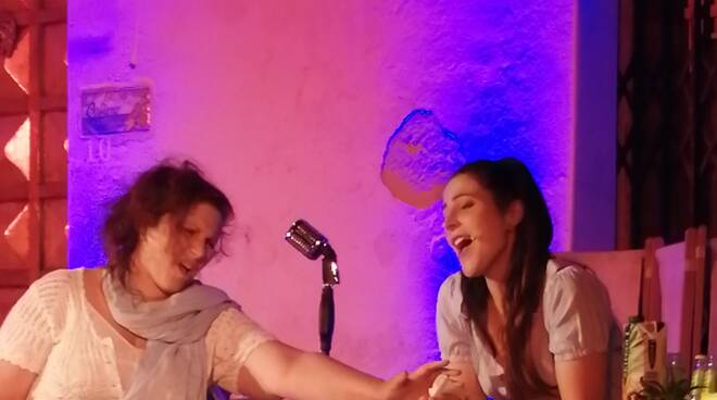 Singing Hollywood a Positano