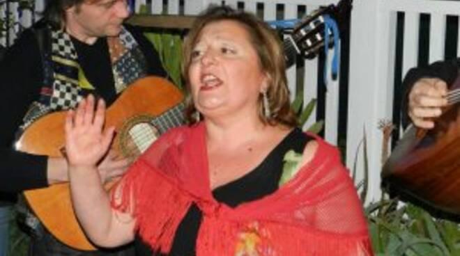 Aurora Giglio la signora della Posteggia canta la sua Napoli fra la storia che rivive.