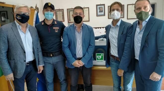 Il Rotary consegna un defibrillatore al Commissariato P.S. di Pozzuoli