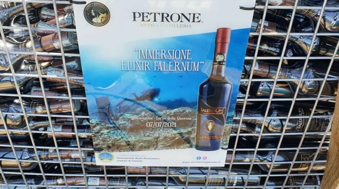 Elixir Falernum, il primo liquore al mondo in affinamento subacqueo. Il 7 luglio l'immersione nei fondali dell'antica Sinuessa per un affinamento di 5 mesi