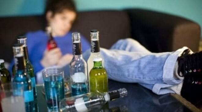 Castellammare di Stabia, adolescenti ed alcool, una quindicenne in coma etilico