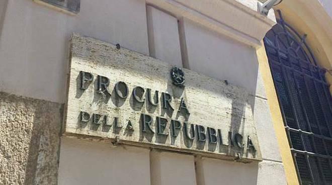 Cava dè Tirreni , L'assunzione di un dirigente e l'utilizzo del fondo di riserva finiscono all'attenzione della Procura della Repubblica.