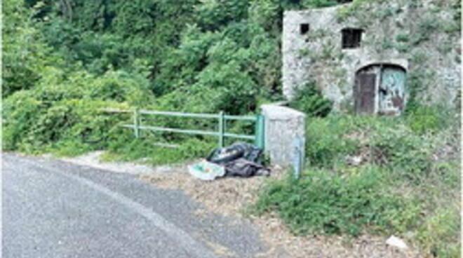 """Cava de' Tirreni, l'attacco del comitato Dragonea: """"La Provinciale diventa una giungla"""""""