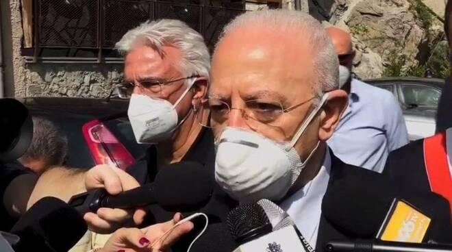 """Cetara, Vincenzo De Luca sul Green Pass: """"Un bene per i ristoratori avere solo clienti vaccinati"""""""