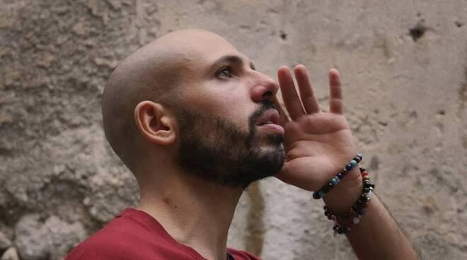 """E' uscito oggi il video ufficiale de """"La stagione dei pomodori"""" il brano del rapper campano Amalinze"""