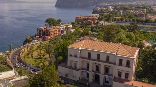 Il Museo Correale omaggia Caruso sulla terrazza Belvedere e inaugura il restauro della statua di Cerere