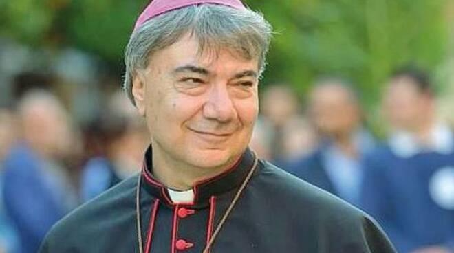 """Il vescovo anti camorra Mimmo Battaglia a Gragnano """"Anche l'omertà uccide"""""""