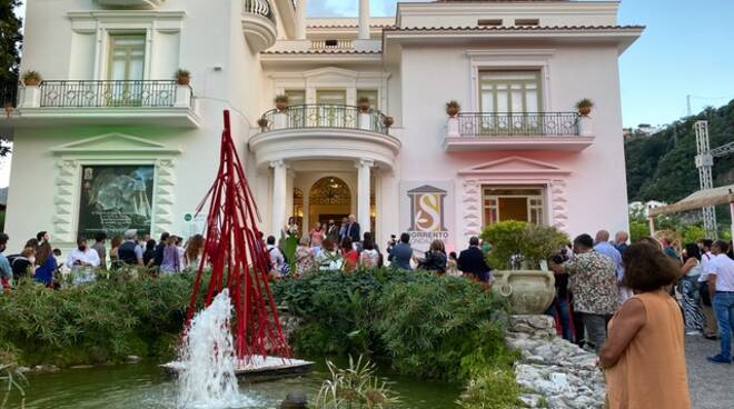 Inaugurato ieri a Villa Fiorentino il SyArt Sorrento Festival, con le opere di 33 artisti provenienti da 13 Paesi
