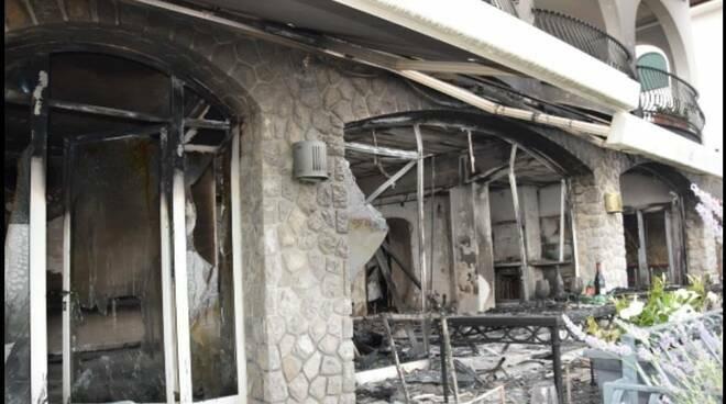 Incendia la Villa a Massa Lubrense: turista inglese scarcerato dopo l'udienza del riesame