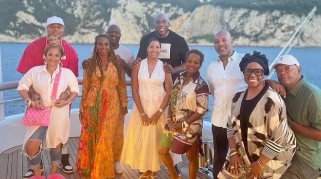 Magic Johnson non rinuncia a Capri: festa di compleanno in anticipo