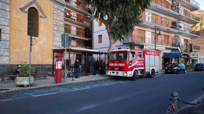 Maiori,  furgone rischia di andare in fiamme, intervento dei Vigili del Fuoco