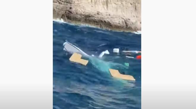 Massa Lubrense, barca affonda a Puolo. Sei ragazzi salvati dal diving Punta Campanella