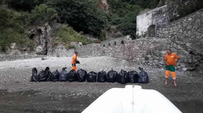 Massa Lubrense. Punta Campanella, ripulito il fiordo di Crapolla
