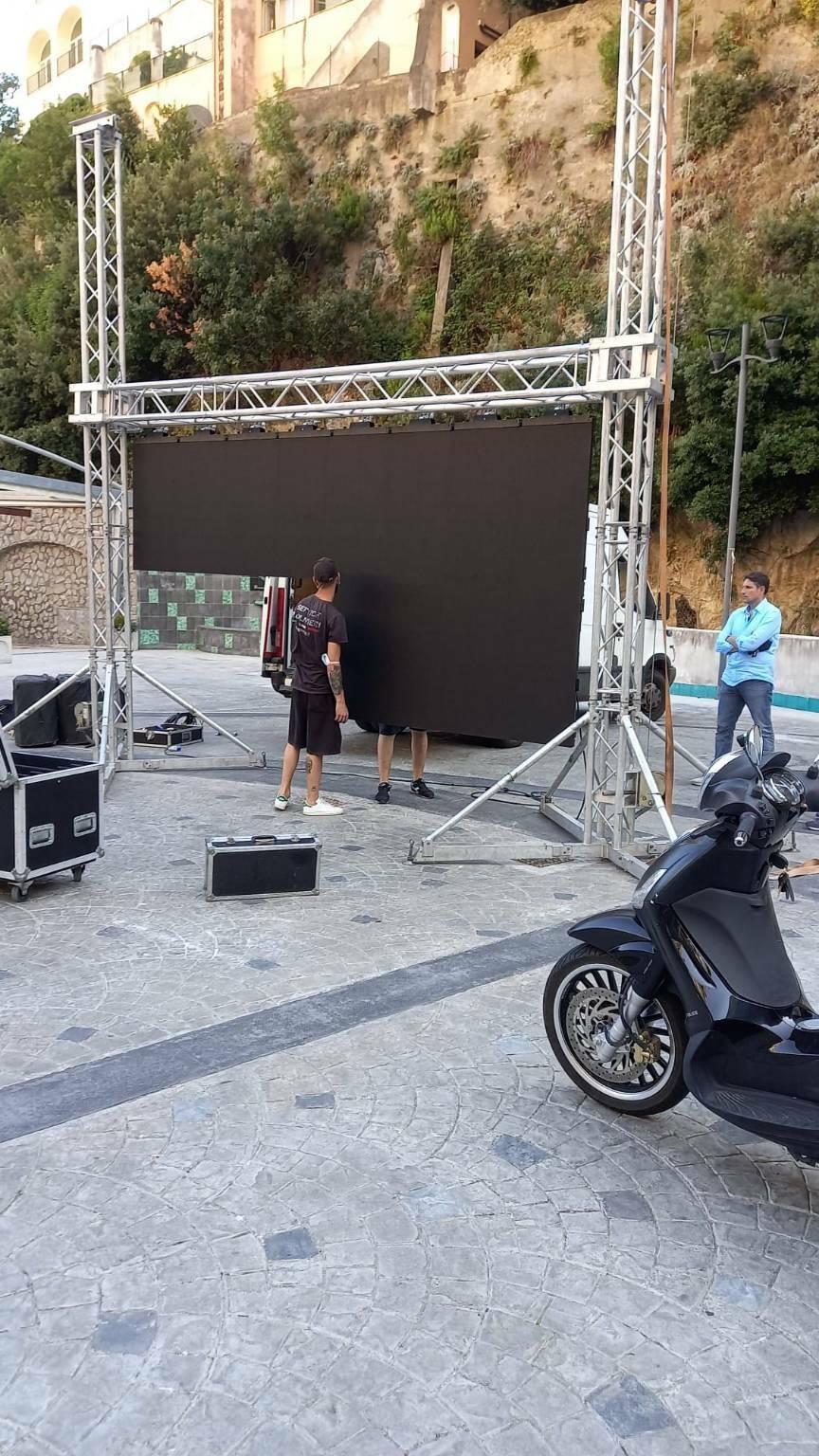 Maxi Schermo Italia Spagna a Positano in Piazza dei Racconti