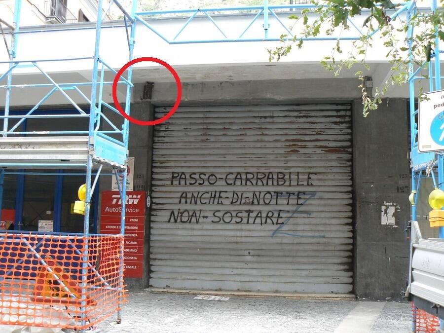 Meta, a Piazza Casale modificati i lavori edili in un condominio per tutelare un nido di rondini
