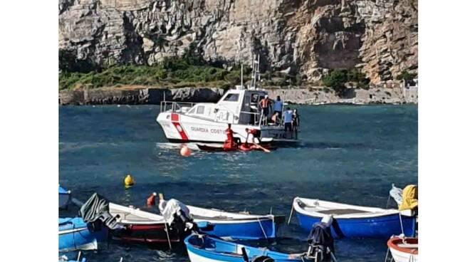 Meta, tre bagnanti sospinti al largo a bordo di materassini vengono soccorsi dalla Capitaneria di Porto