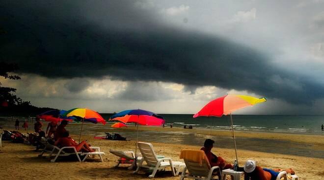 Meteo, da mercoledì 15 luglio crollo delle temperature e temporali