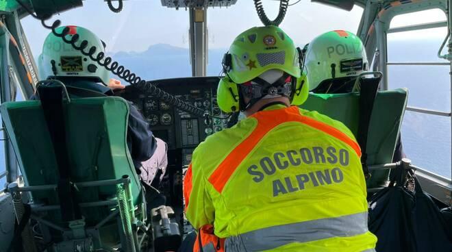 Minibus precipita Capri, sul posto intervenuti anche i tecnici del CNSAS