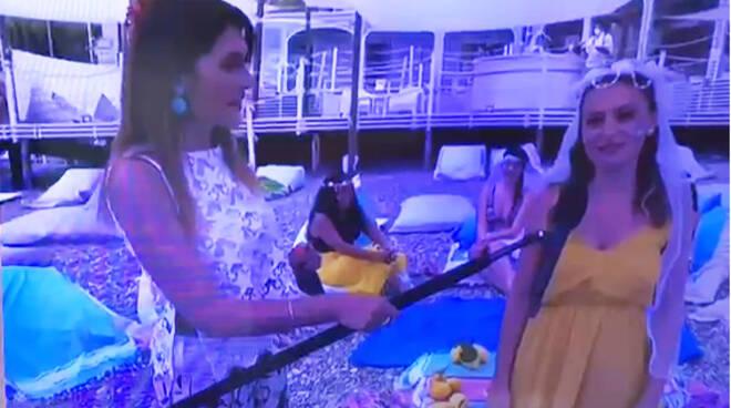 """Minori, le telecamere del programma di Rai1 """"Estate in diretta"""" si accendono sull'amore di Lucrezia e Matteo"""