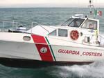 Paura nelle acque di Santa Maria di Castellabate. Imbarcazione a vela alla deriva con 9 persone a bordo