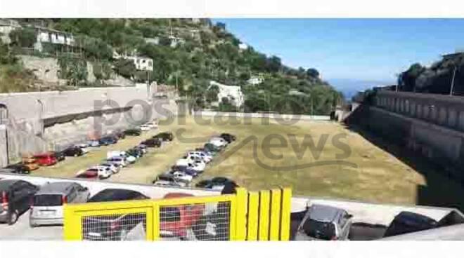 Positano, campo sportivo di Montepertuso trasformato in parcheggio in attesa dei lavori di sistemazione