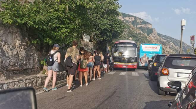 Positano, caos traffico in questa calda giornata di luglio