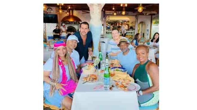 """Positano, l'attore LL Cool J ospite del ristorante """"Chez Black"""""""