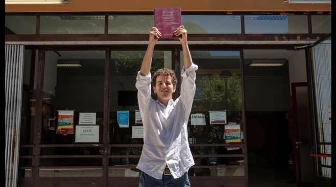 Positano: Laurea in scienze politiche in tempo di Covid, congratulazioni Adriano